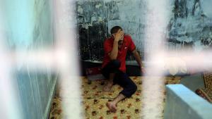 Kämpfer der Freien Syrischen Armee in einem Gefängnis in Aleppo; Foto: picture alliance/abaca