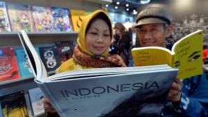 Indonesische Besucher am 12.03.2015 auf der Buchmesse in Leipzig; Foto: picture-alliance/dpa/H. Schmidt