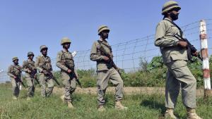 Pakistanische Soldaten im Grenzgebiet zwischen Pakistan und Indien. Foto: Arif Ali/ AFP/ Getty Images