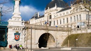 Universität Lyon; Foto: picture-alliance/ Nico Tondini/ Robert Harding