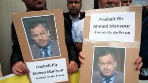 Proteste in Berlin gegen die Verhaftung Ahmed Mansours in Berlin; Foto: picture-alliance/dpa/P. Zinken