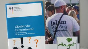 """Broschüre des Bundesamtes für Migration und Flüchtlinge """"Glaube oder Extremismus""""; Foto: DW/A. Grunau"""