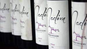Weinflaschen aus Taybeh; Foto: Ylenia Gostoli