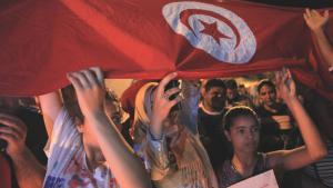 Tunesier demonstrieren gegen den Terrorismus nach dem Anschlag von Sousse; Foto: Picture-Alliance/AA/Y. Gaidi