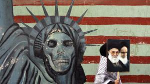 Antiamerikanisches Wandgemälde vor der ehemaligen US-amerikanischen Botschaft in Teheran; Foto: picture-alliance/dpa