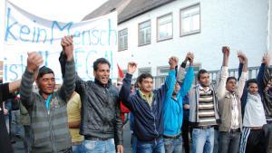 Flüchtlinge in Wertheim während einer Kundgebung nach dem Anschlag im baden-württembergischen Wertheim; Foto: Laura Overmeyer