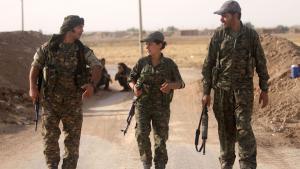 """Ausländische Kämpfer und Verbündete der kurdischen """"Volksverteidigungseinheiten Kurdistans"""" (YPG) in Nordsyrien; Foto: DW/K. Sheikho"""
