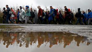 Flüchtlinge überqueren von Serbien aus die kroatische Grenze bei Babska; Foto: Reuters/D. Ruvic