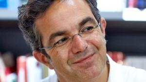 Der Schriftsteller Navid Kermani am 15.09.2014 bei einer Lesung in einer Buchhandlung in Koblenz; Foto: picture-alliance/dpa/T. Frey
