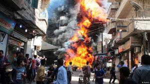 Zivilisten fliehen vor Assads Fassbomben in Aleppo; Foto Reuters