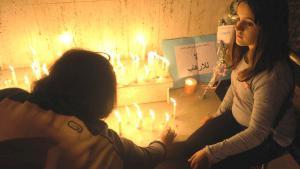 Trauernde in der marokkanischen Hauptstadt Rabat gedenken der Opfer des Terrorangriffs von Paris; Foto: picture-alliance/dpa/A. Senna