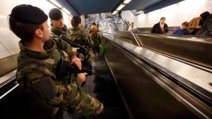 Französische Soldaten patroullieren in einer U-Bahn-Station in Marseille; Foto: Reuters/J. P. Pelissier