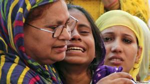 Muslimische Verwandte trauern um Mohammed Akhlaq, der von einem aufgebrachten Mob getötet wurde; Foto: Reuters/Stringer