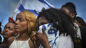 Junge Äthiopierinnen protestieren gegen Rassismus, Diskriminierung und Polizeigewalt am 3. Mai 2015 in Tel Aviv; Foto: Dan Haimovich/freelance photographer