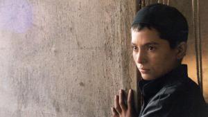 """Afghanisches Mädchen verkleidet als Junge im Spielfilm """"Osama""""; Foto: Imago/Entertainment Pictures"""