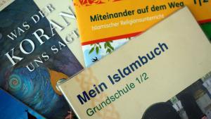 Lehrbücher Islamunterricht an Schulen in NRW; Foto: picture alliance/dpa