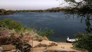 """West-Sehel ist ein nubisches Dorf nördlich des Assuan-Staudamms, welches nicht von den Fluten der stetig wachsenden staatlichen Wasserreservoirs überschwemmt wurde. Städte wie diese sind als Fenster in die """"unverfälschte nubische Vergangenheit"""" zu Touristenzielen geworden."""