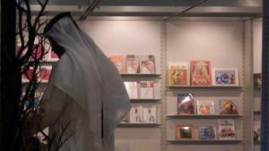 Arabischer Gast an einem Stand auf der Frankfurter Buchmesse; Foto: DW
