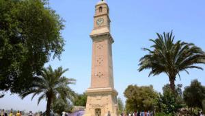 Die historische Qishleh-Uhr am Saray-Markt in Bagdad: Der Turm war jahrhundertelang eines der Wahrzeichen Bagdads. Die Uhr wurde 1868 vom osmanischen Herrscher Medhat Pascha an der Spitze eines Turms inmitten seines Regierungssitzes errichtet und fungierte als Orientierungspunkt für die Bewohner Bagdads. Heute ist die Sicht auf den Turm durch zahlreiche Hochhäuser verdeckt.