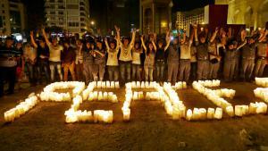 Libanesische Friedensaktivisten nach einem Sprengstoffanschlag in Tripoli; Foto: picture-alliance/AP