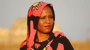 Die sahrauische Sängerin Aziza Brahim; Quelle: Glitterbeat Records