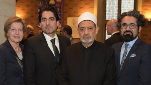 Großscheich Ahmed Mohammad al-Tayyeb (2.v.r.) lobte das Engagement von Rektorin Prof. Dr. Ursula Nelles sowie des Leiters und stellvertretenden Leiters des Zentrums für Islamische Theologie, Prof. Dr. Mouhanad Khorchide (2.v.l.) und Dr. Milad Karimi, zugunsten der Ausbildung von islamischen Religionslehrern. Copyright: Peter Grewer