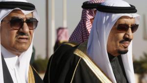 Der saudische König Salman (rechts) mit seinem Neffen, Innenminister Mohammed Naif; Foto: Reuters