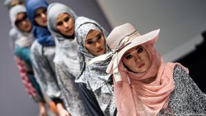 Modenschau für Muslimas in Kuala Lumpur; Foto: Getty Images/AFP/M. Vatsyayana