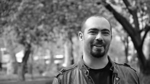Barış Uygur, türkischer Autor und Herausgeber der Satirezeitschrift Uykusuz; Foto: Binooki Verlag