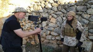 "Dreharbeiten ""Dugma - The Button"", Paul Refsdal (l.), Abu Basir al-Britani; Foto: WDR"