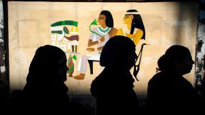 Ägypter stehen zur Stimmabgabe in einer Warteschlange an; Foto: Nasser Nasser/AP