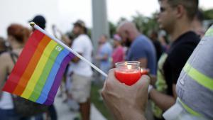 Mahnwache in Gedenken an die Terroropfer in Orlando. (Foto: picture-alliance/AP Photo/L. Sladky)