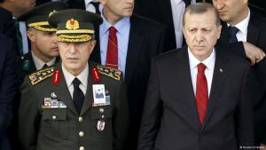Generalstabchef Armeechef Hulusi Akar mit Erdogan. Foto: Reuters