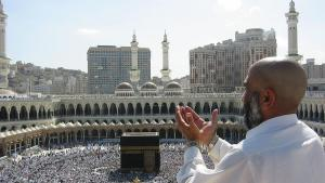 Pilger beim Bittgebet in Mekka; Foto: Ali Mansuri/wikipedia