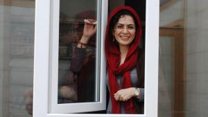 Bahareh Hedayat: Sie gilt als zentrale Verbindungsfigur zwischen der Studenten- und der Frauenbewegung im Iran. 2010, kurz nach ihrer Hochzeit, wurde sie wieder verhaftet und diesmal zu neun Jahren Haft verurteilt. Sie war Vorsitzende des Frauenkomitees für die Stärkung der Einheit (OCU). Die Studentenorganisation hatte zu politischen Reformen aufgerufen und gegen Menschenrechtsverletzungen gekämpft.
