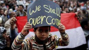 Ägyptischer Junge demonstriert im Jahr 2011 gegen das Mubarak-Regime auf dem Tahrir-Platz in Kairo; Foto: AP