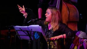 "Reem Kelani während ihres Auftritts - ""Live at the Tabernacle""; Foto: Christopher Scholey"