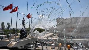 Zerstörtes Fenster am Hauptsitz der türkischen Polizei in Ankara am 18. Juli 2016; Foto: Reuters/O. Orsal