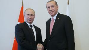 Beim letzten Treffen in St. Petersburg besiegeln Putin und Erdogan die russisch-türkische Annäherung; Foto: picture-alliance/TASS/M. Metzel