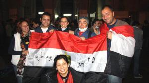 Ägyptische Demokratieaktivisten vor dem Tahrir-Platz in Kairo im Dezember 2011; Foto: DW/Hebatallah Ismail Hafez