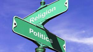 Symbolbild: Schilder mit der Aufschrift Politik und Religion; Quelle: www.ncr.sy