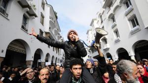 """Proteste der """"Bewegung des 20. Februar"""" während des Arabischen Frühlings 2011 in Rabat, Marokko; Foto: picture-alliance/dpa"""