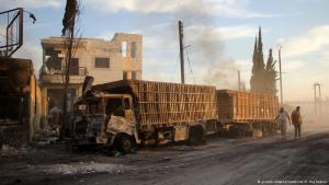 Zerbombter Hilfsgüterkonvoi in der Nähe Aleppos; Foto: picture-alliance/newscom
