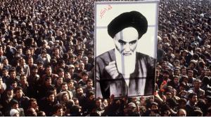Anhänger Khomeinis während der Islamischen Revolution in Teheran; Foto: AFP/Getty Images