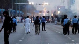 Tausende demonstrieren gegen die Hinrichtung Qadris, den Mörder Salman Taseers im Jahr 2011; Foto: picture-alliance/dpa