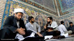 Schiitische Gelehrte in Ghom; Foto: dpa/picture-alliance
