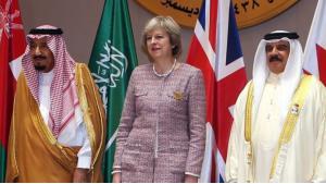 Der saudische König Salman (l.), die britische Premierministerin Theresa May (m.) und der König von Bahrain, Hamad bin Issa al-Khalifa, während des GCC-Gipfels am 7. Dezember 2016 in Manama; Foto: AFP