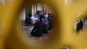 Gläubige der Ahmadiyya-Gemeinde in Berlin während des Freitagsgebets