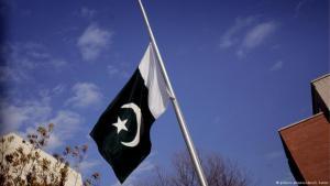 Pakistanische Nationalfahne auf Halbmast; Foto: dpa/picture-alliance/S.Zaklin