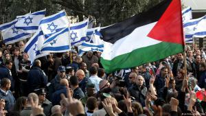 Kundgebung israelischer und palästinensischer Friedensaktivisten; Foto: picture-alliance/dpa